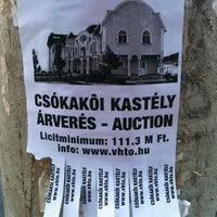 Ti vettetek már kastélyt buszmegállóba kiragasztott hirdetés alapján?