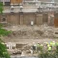 Bréking: jó állapotú középkori romokat találtak a Várbazárnál. Állítólag el fogják bontani