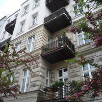 Erkélyráépítés régi belvárosi házakra? Akár jól is kinézhet és még praktikus is. Berlinben nagyon megy, Budapesten példa sincs rá