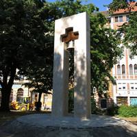Szerb ortodox haranglábat állítottak a Tabánban