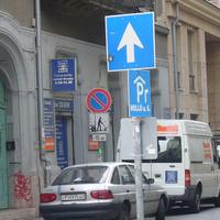 A VII. kerületben kódoltak egy frontális ütközést. Vagy hogy lehet mindkét irányból egyirányú ugyanaz az utca?