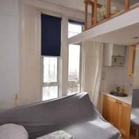 Bérelnél lakást havi 300 ezerért, ahol 60 centivel az ágyad felett van a mennyezet? Londonban 50 érdeklődő csapott le rá menten