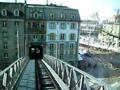 A magasvasút, amit egy házon vezettek keresztül - a nap archív képe, ezúttal Berlinből