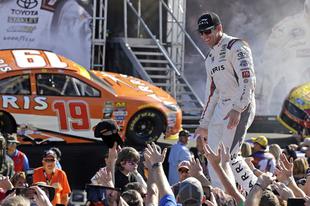 A családja érdekében fordít hátat a NASCAR-nak Carl Edwards
