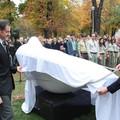 Új Boldi szobor a Gesztenyéskertben