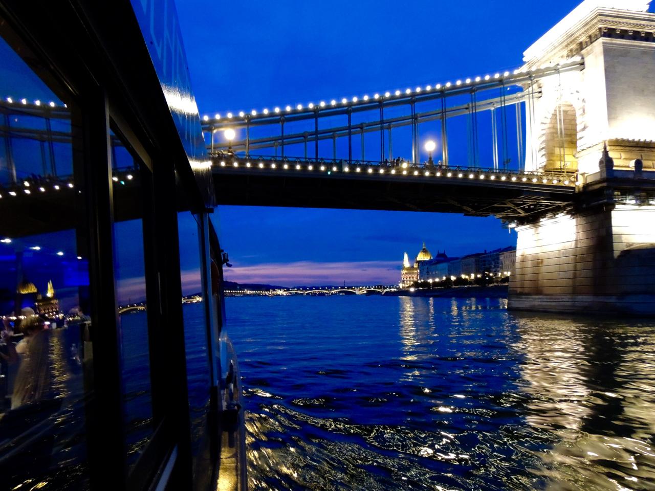 Budapest Dunai Etteremhajo Valentin napi vacsora.jpg
