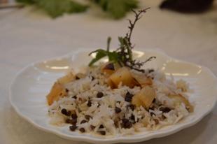 Sült lencsés rizs hagymával