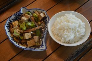 Tofu shiitake gombával és jázmin rizzsel