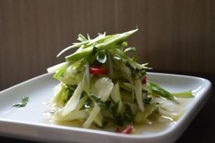 Háromféle szárzeller saláta