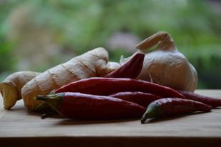 Fokhagymás chili mártás