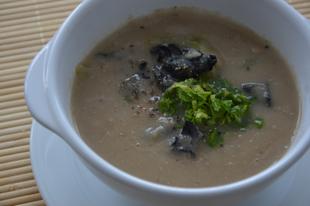 Zellerszáras zellerkrém leves trombitagombával fűszerezve