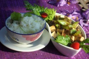 Tojásfelhő leves, tofu és shiitake gomba zellerszárral, jázmin rizs