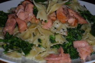 Zöldséges- halas farfalle recept  avagy masnitészta brokkolival, és lazacpisztránggal