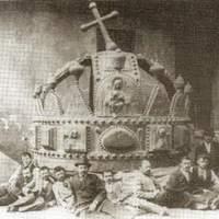 Így nézett ki a Királyi Palota kupláját díszítő Szent Korona