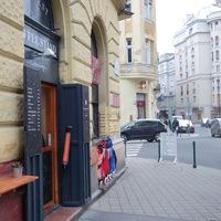 3 négyzetméteres kávézó nyílt Pesten, a vendégek nem férnek be