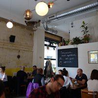 A fél Közel-Kelet az asztalodon: Dobrumba