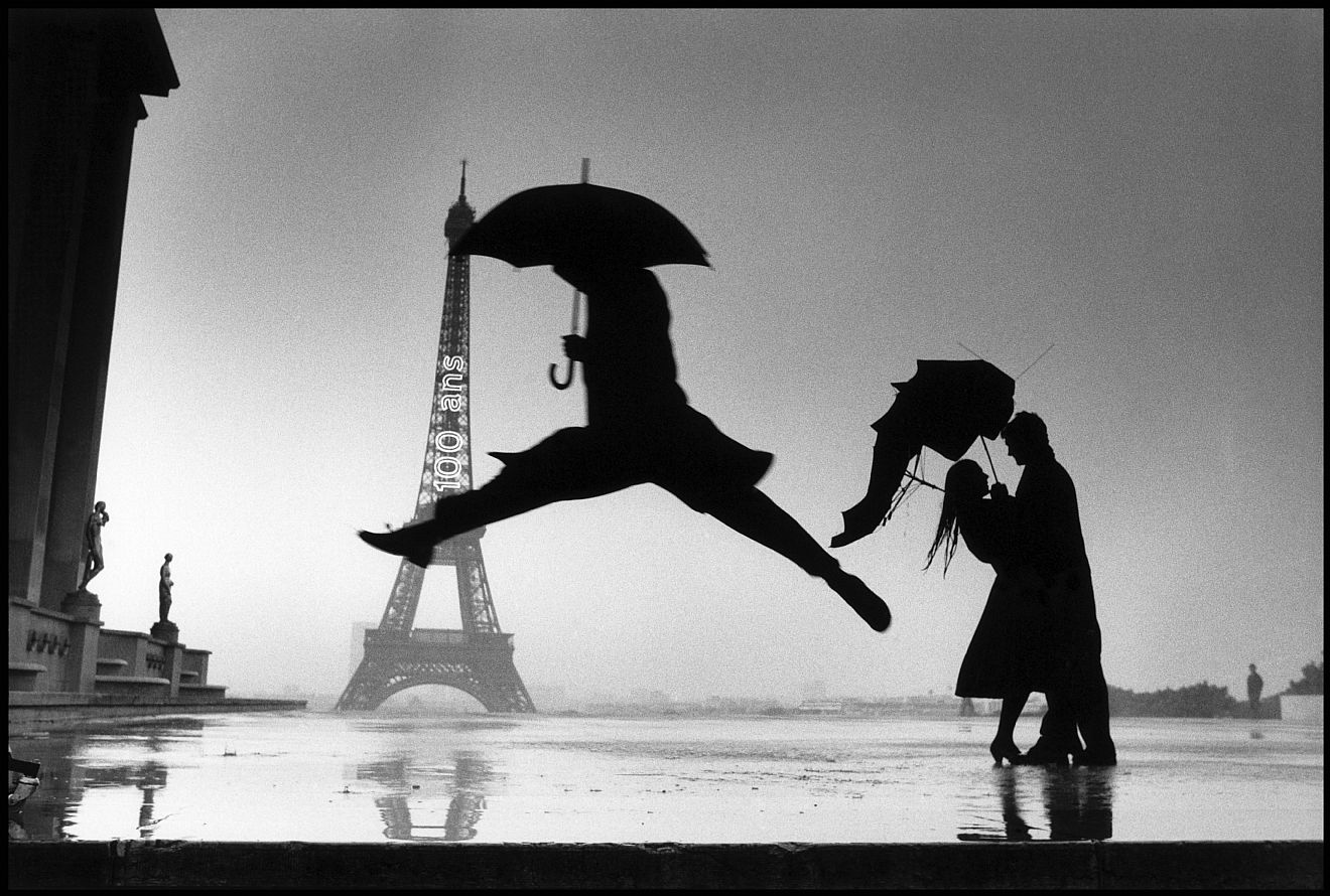 elliott-erwitt-paris-eiffel-tower-2.jpg