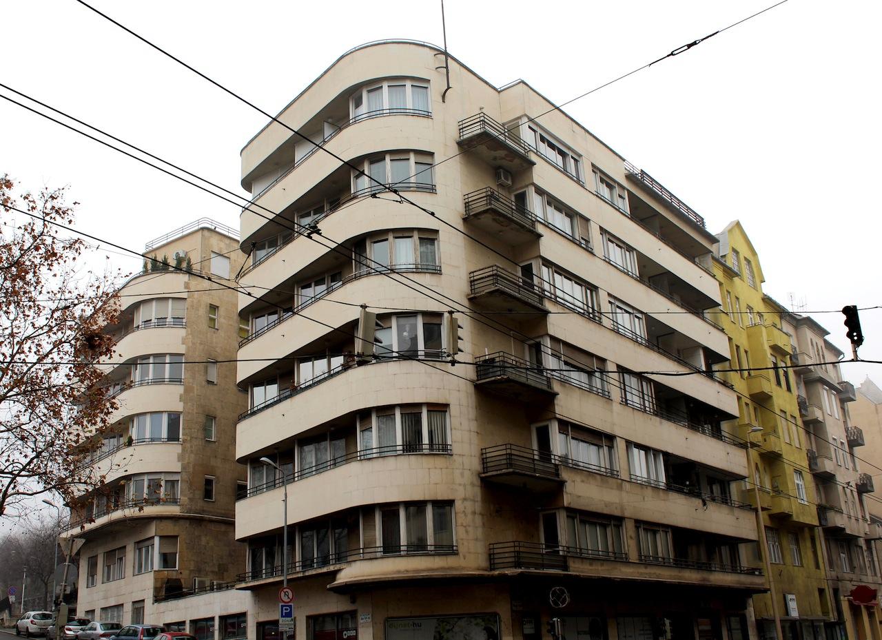 Weiss Manfréd Vállalatok Elismert Nyugdíjpénztárának bérháza, Margit körút 15-17. (1937, Bauhaus)