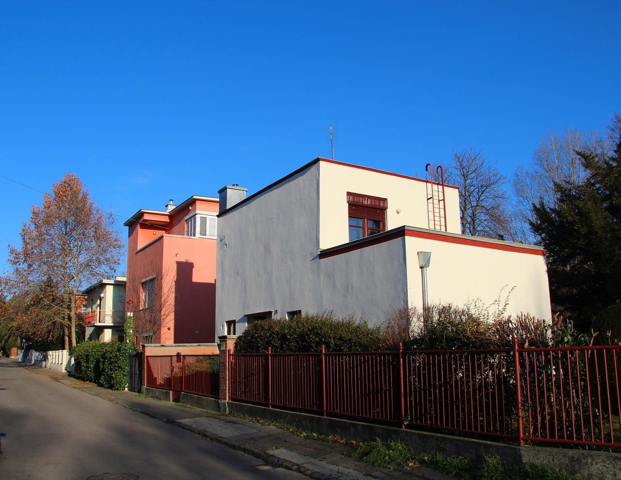Bauhaus utcarészlet, Napraforgó utcai kísérleti lakótelep (1931)