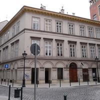 Újranyílt: Veres Pálné utcai árkád