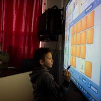 Tanyavilág: szegénység és digitális tábla