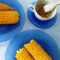Főtt kukorica pikáns olajjal