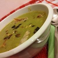 Brokkoli-krémleves palacsinta-csíkokkal (vegán)