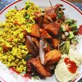 Édesburgonyás tofurántotta currys hummusszal