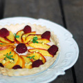 crostata nektarinnal és málnával