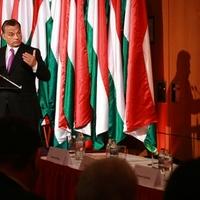 Káosz az egykulcsos adó körül: Meddig maradhat a helyén a miniszter?