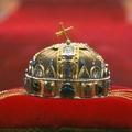 Jobbikos javaslat a Btk.-ban: akár egy év a Szent Korona megsértéséért