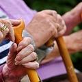 Újra 13. havi nyugdíj: a saját sírunkat ássuk