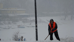 December 9. - Nemes Nagy Ágnes: Ezt villamos megállóban kell mondanai télen