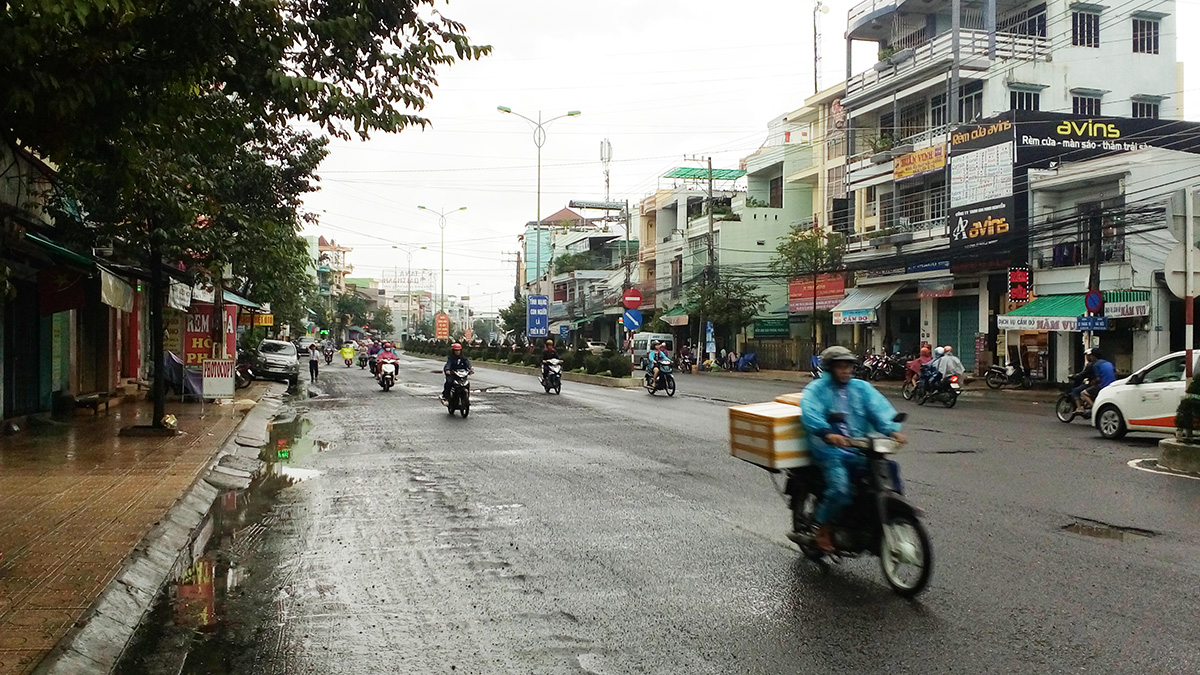 road_in_nha_trang_after_5_months.jpg