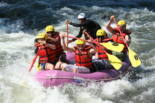 rafting-661716_640.jpg