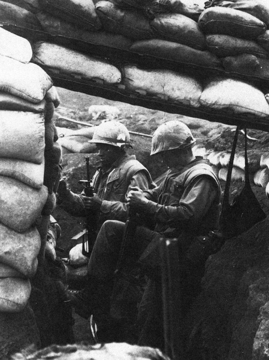 196801_us_marines_dug_in_khe_sanh.jpg