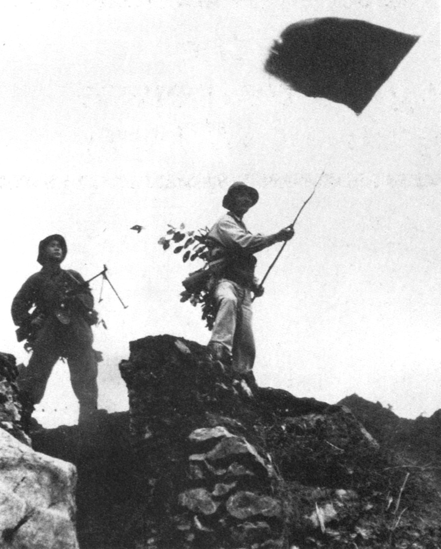 19680131_vc_raise_flag_hue_citadel.jpg