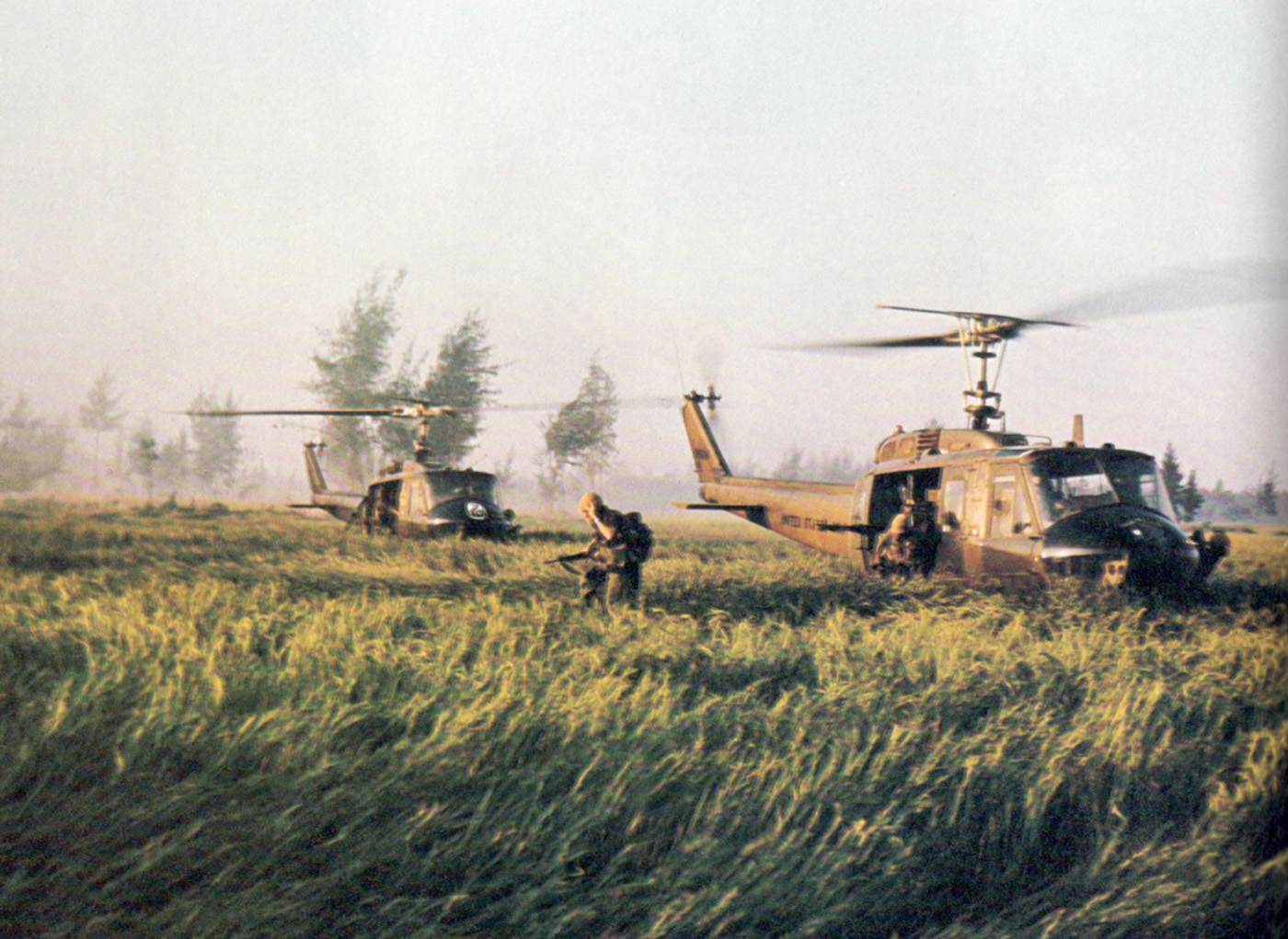 choppers_land_at_my_lai_02.jpg