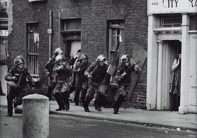 A Royal Anglian ezred katonái tömegoszlatásra indulnak