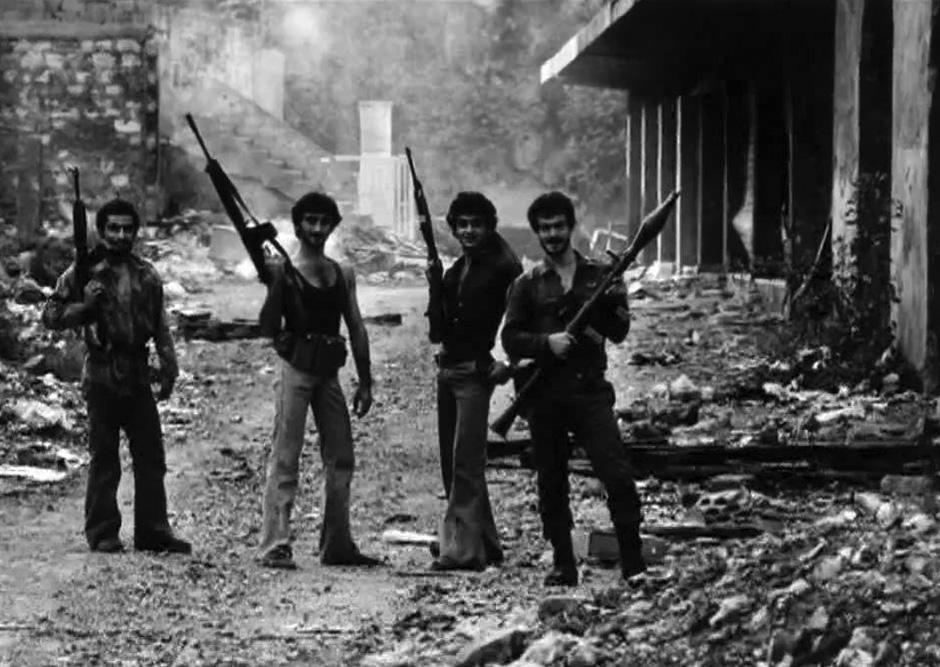 Fiatal falangista harcosok pózolnak