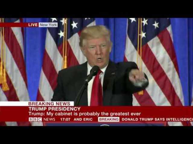 """""""Maguk álhírgyártók!"""": Így osztotta ki Donald Trump élő adásban a CNN riporterét (magyar felirattal)"""