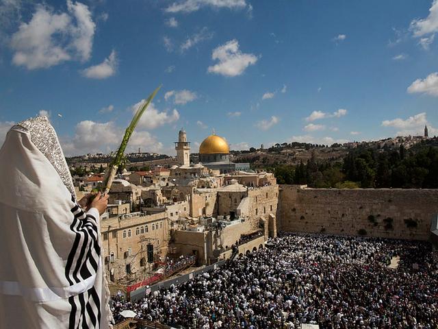 Végső támadás indult Nyugaton a Biblia ellen