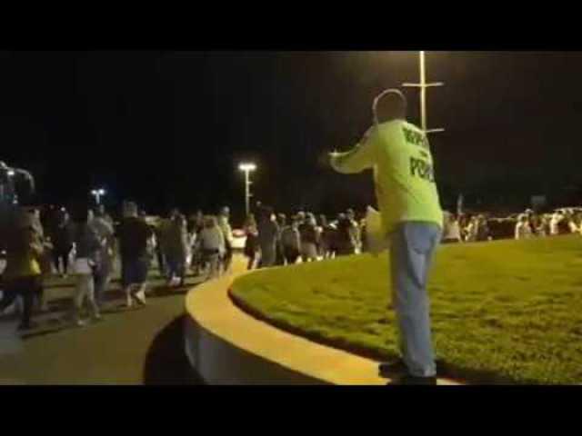 """""""Forduljatok meg vagy elvesztek"""" - Las Vegas-i prédikátor KÉT ÓRÁVAL a koncert előtt a bejáratánál"""