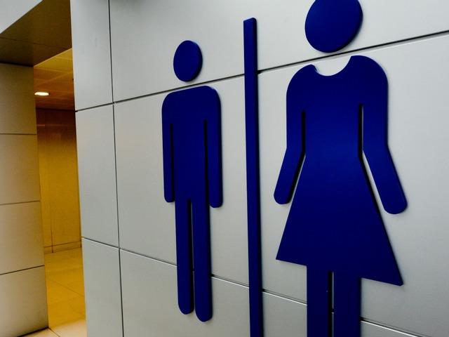 Amerika kezd kijózanodni: Mégsem járkálhatnak transznemű fiúk a lányöltözőbe