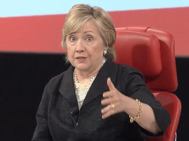 """Hillary Clinton: """"Vudubábukra akartam tűzni az újságírókat"""""""