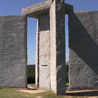 Amerikai Stonehenge: Az Antikrisztus tízparancsolata?