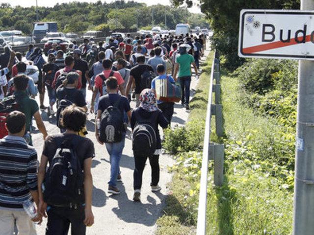 """""""100 mérföldes hősi gyalogmenet"""": Így hazudik a hungarofób nyugati sajtó"""