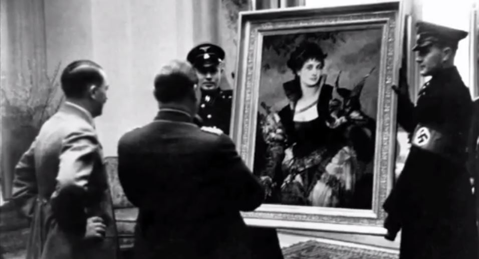 hitler-with-looted-art.jpg