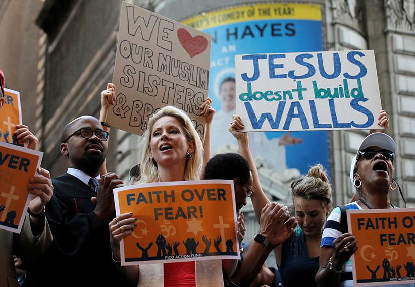 Mecsetekbe vonultak imádkozni a keresztény aktivisták Trump ellen Amerikában