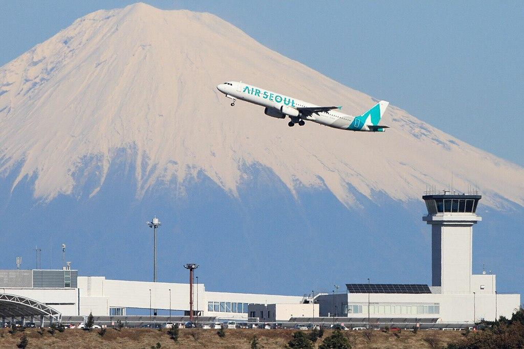 1024px-mt_fuji_shizuoka_airport.jpg